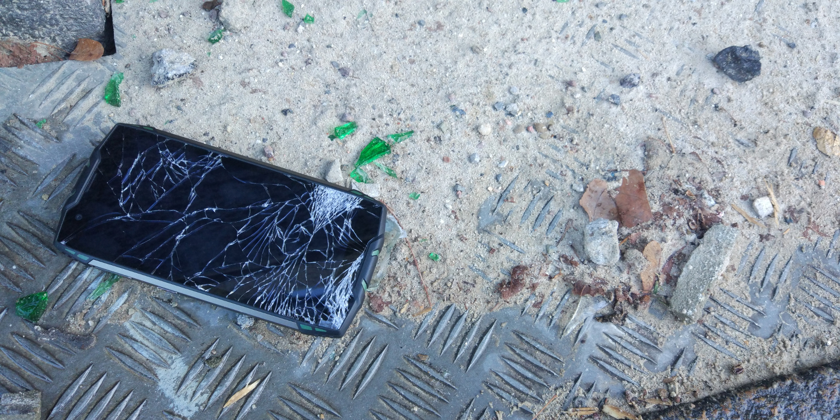 smartphone rugged rotto